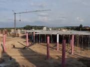 Stavba Neorondelu - začínají práce na stropě
